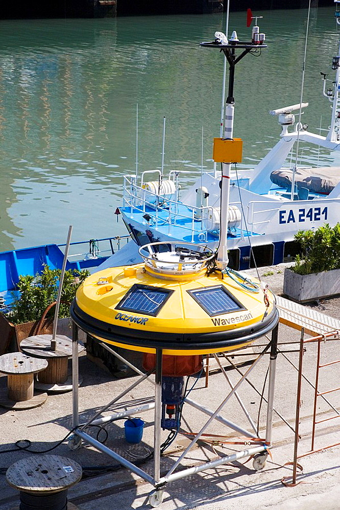 Wavescan lenticular buoy, meteorological sensors, wave measurement, It transmits its position and the parameters processed by satellite, AZTI-Tecnalia, Technological Centre specialised in Marine and Food Research, Pasaia, Gipuzkoa, Euskadi, Spain.