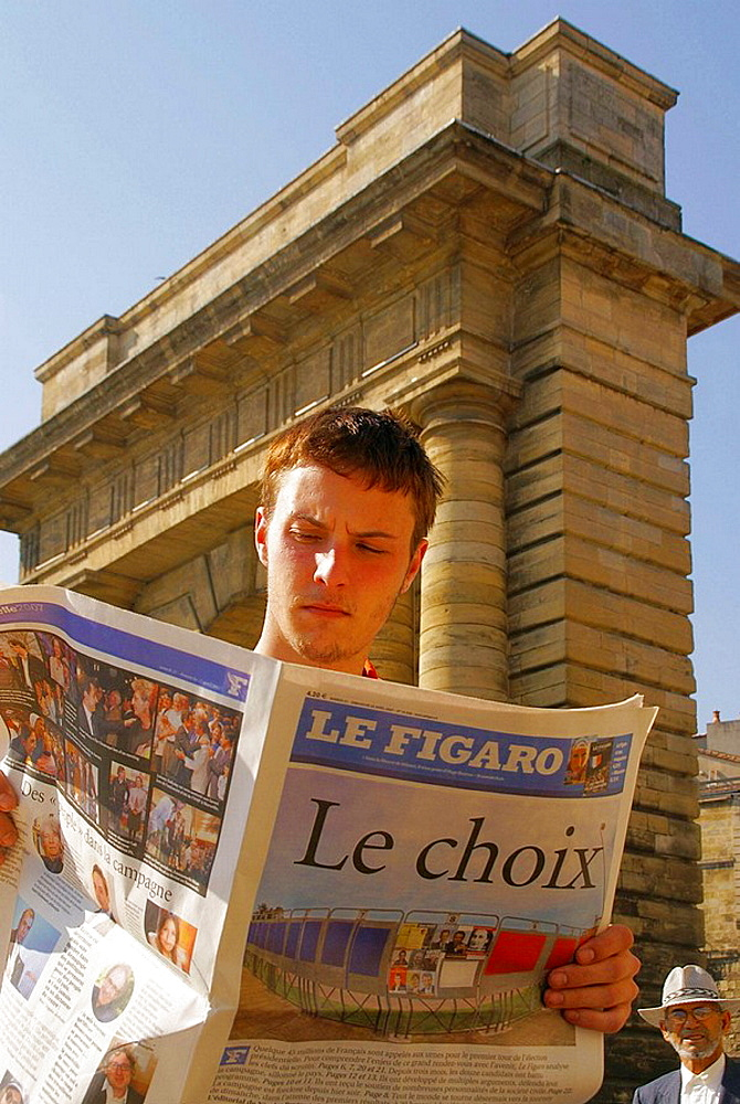 France, Gironde, Young man speculating about is first time vote to presidential election, in april 2007, at Bordeaux.