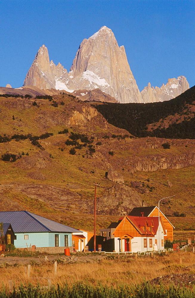 El Chalten, Fitz Roy peak (3440 m) at the rear, Los Andes mountain range, Los Glaciares National Park, Santa Cruz province, Patagonia, Argentina.