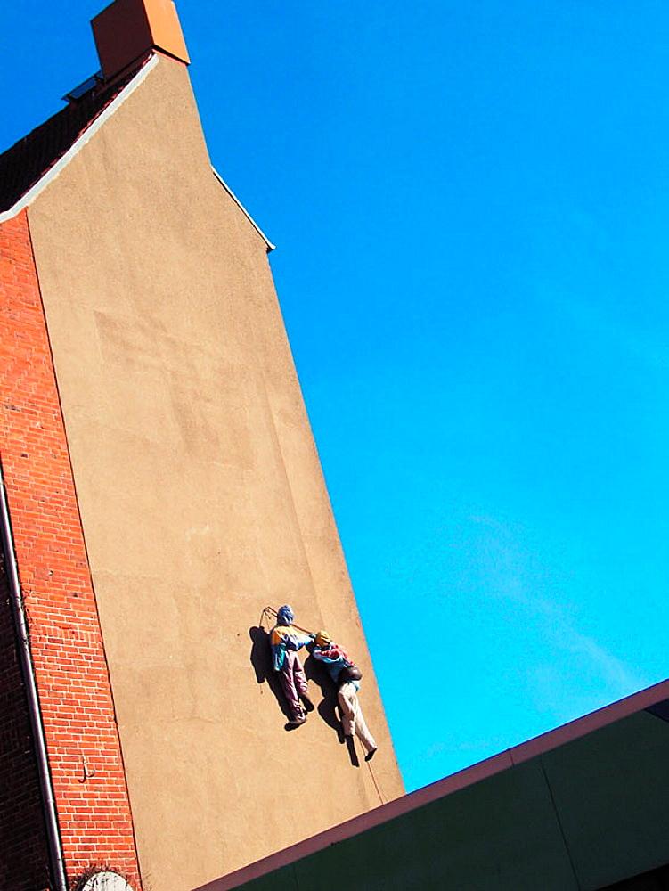 Climber, climbing tour, dummies, house, wall, Kiel, Schleswig-Holstein, Germany