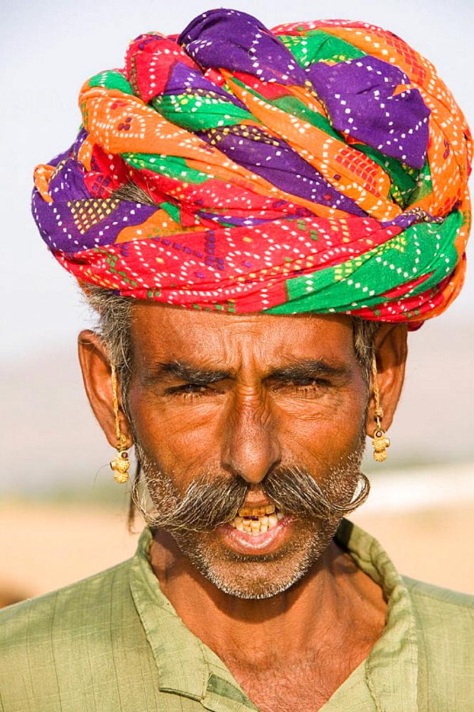 Rajasthani Camel Seller, Pushkar camel fair, Pushkar, Rajasthan, India. - 817-79788