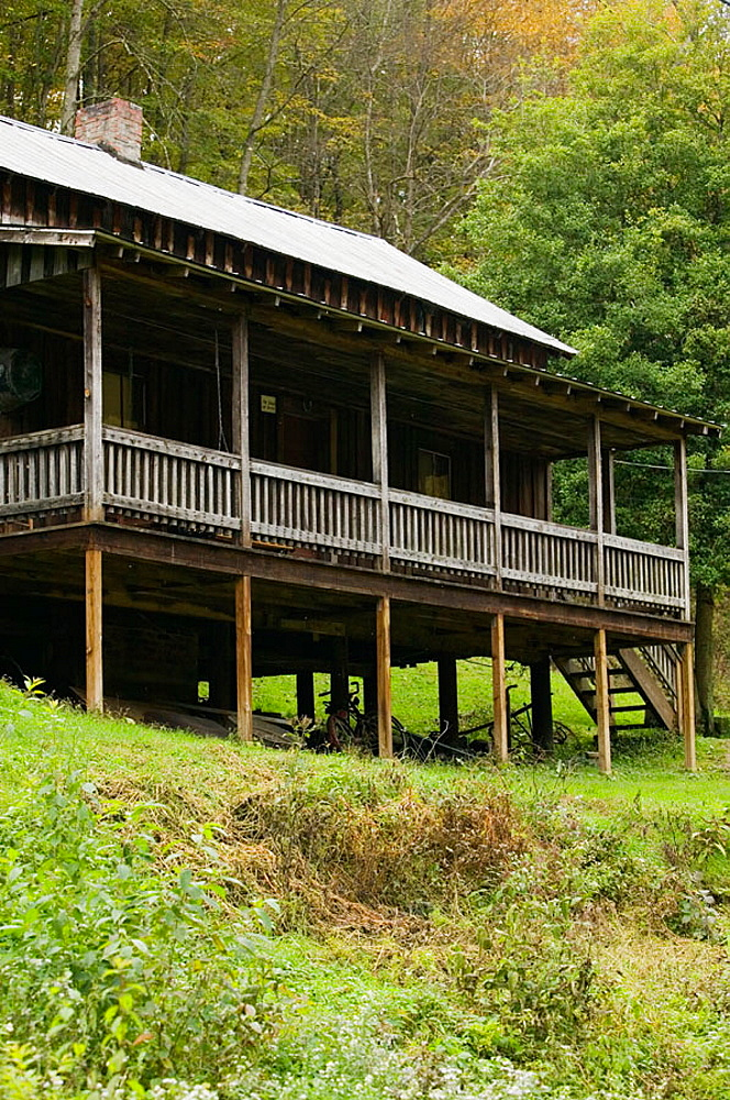 Childhood cabin home in Butcher Holler of famed country singer Loretta Lynn, The Coal Miner's Daughter, Paintsville, Kentucky, USA.