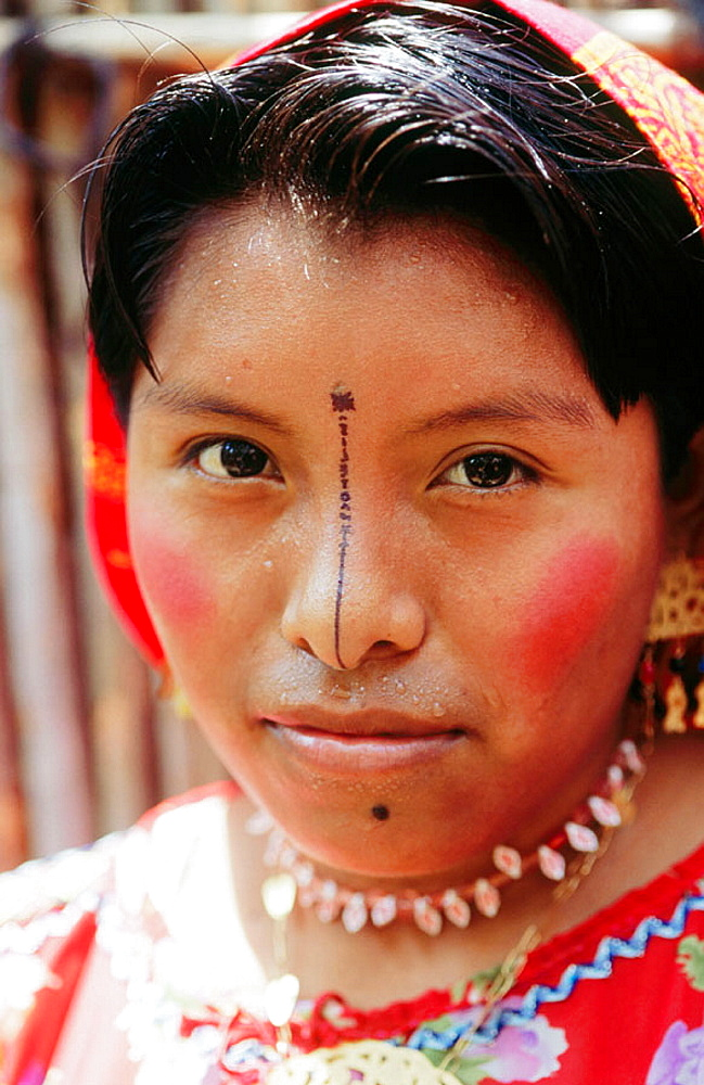 Kuna Indian woman, San Blas archipielago, Panama - 817-96145