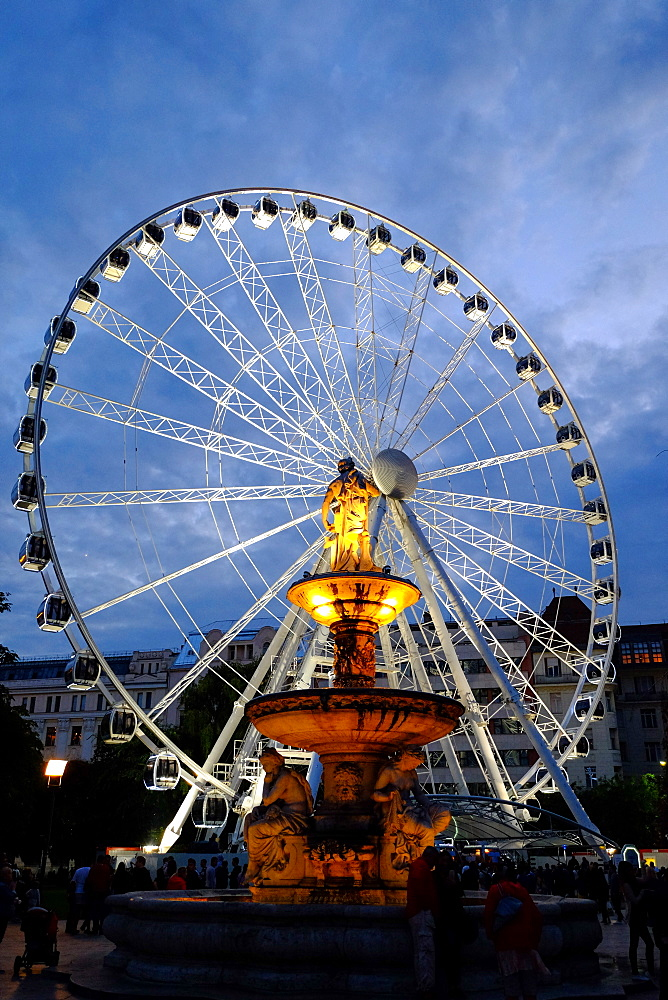 Ferris wheel and the fountain at Erzsebet Square, Budapest, Hungary, Europe