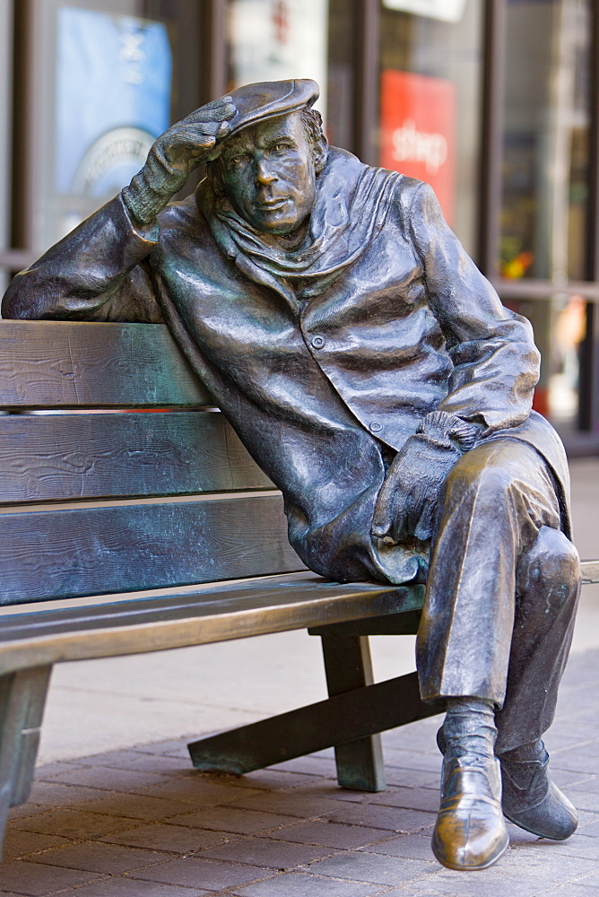 Life-sized bronze statue of Glenn Gould the pianist, by Ruth Abernethy, sitting on a park bench outside the CBC Building in downtown Toronto, Toronto, Ontario, Canada, North America - 821-169