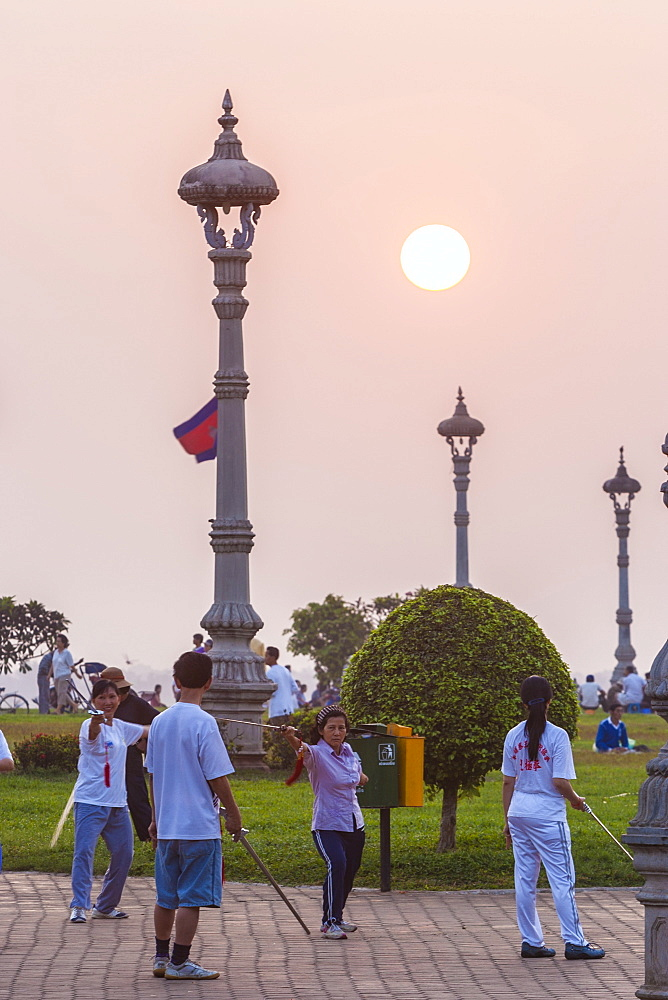 People doing morning exercises in the park, Phnom Penh, Cambodia, Indochina, Southeast Asia, Asia - 821-211