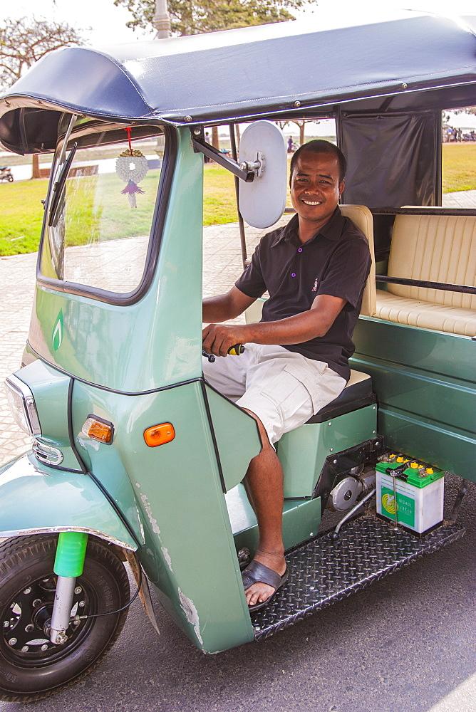 Tuk-tuk driver, Phnom Penh, Cambodia, Indochina, Southeast Asia, Asia - 821-237