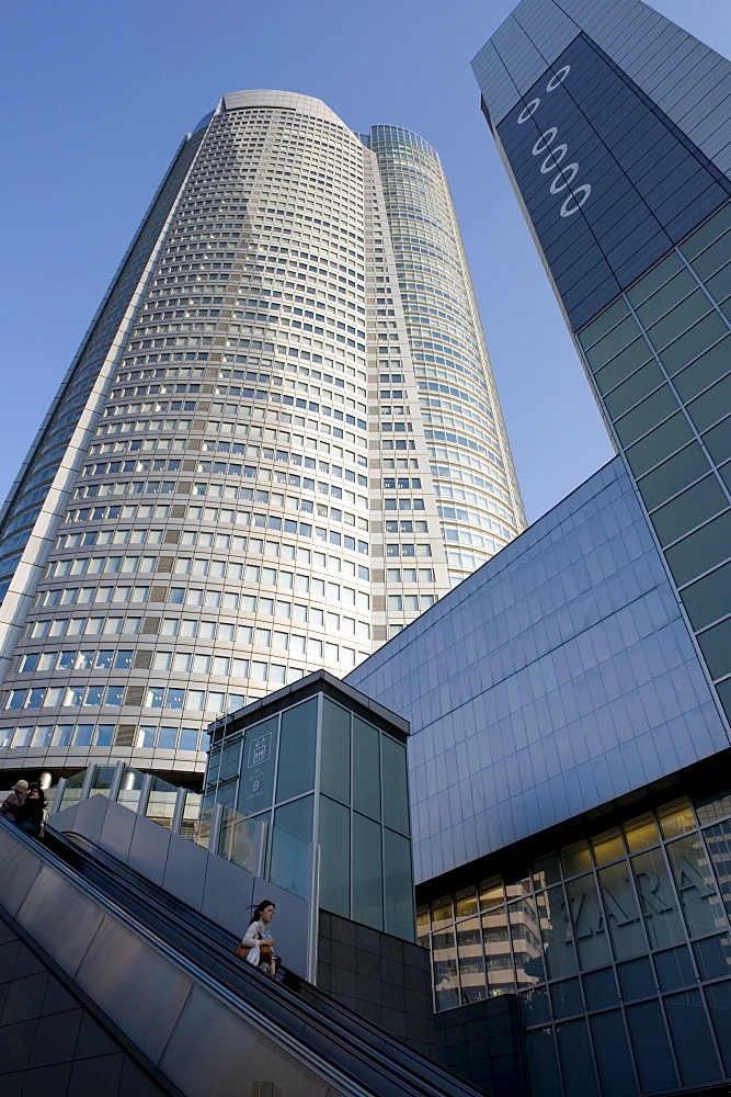 The Mori Tower at the upscale Roppongi Hills residential and shopping complex in Roppongi, Tokyo, Japan, Asia - 822-298