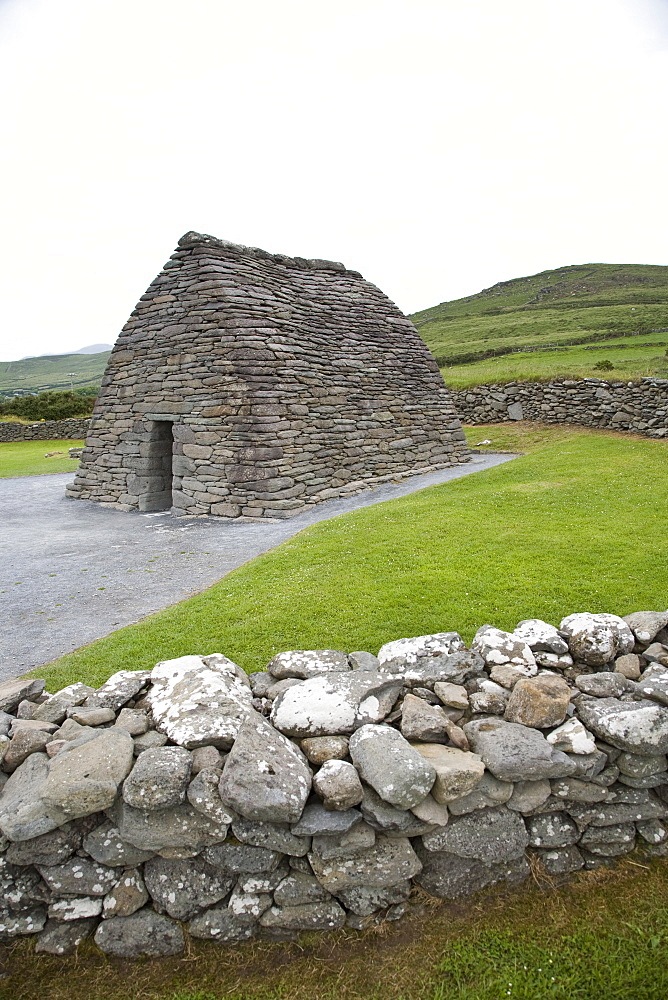 Gallarus Oratory, an early Christian stone building, County Kerry, Munster, Republic of Ireland, Europe - 825-131
