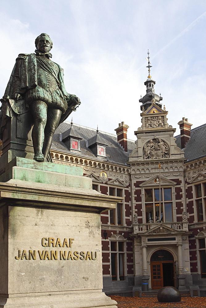 Statue of Count (Graaf) Jan van Nassau, 1536 to 1606, at the Domplein, Utrecht, Utrecht Province, Netherlands, Europe