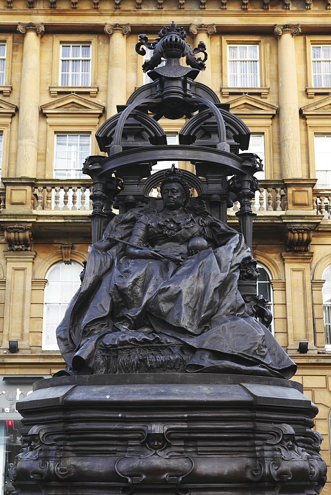 Statue of Queen Victoria, Newcastle-upon-Tyne, Tyne and Wear, England, United Kingdom, Europe