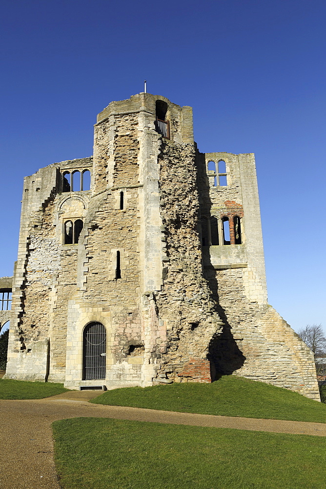 The Norman gateway and staircase tower at the ruins of Newark Castle in Newark-upon-Trent, Nottinghamshire, England, United Kingdom, Europe - 826-619