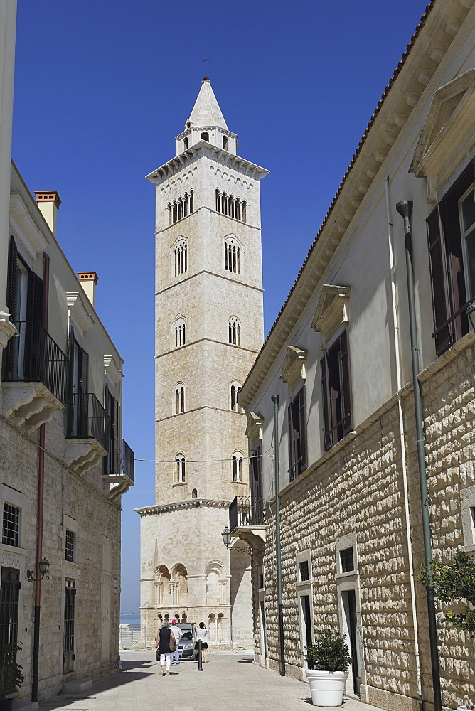 The 60 metre tall bell tower of the Cathedral of St. Nicholas the Pilgrim (San Nicola Pellegrino) in Trani, Apulia, Italy, Europe - 826-648