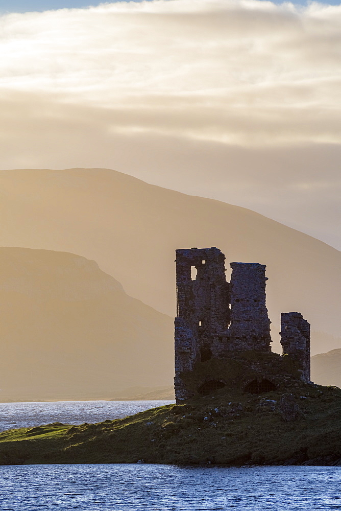 UK, Scotland, Highland, Sutherland, Lochinver, Loch Assynt, Ardvreck Castle - 828-1061