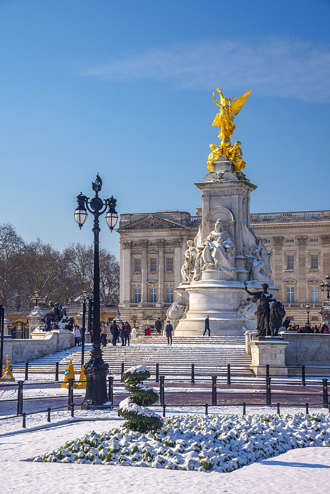 Buckingham Palace under snow, London, England, United Kingdom, Europe