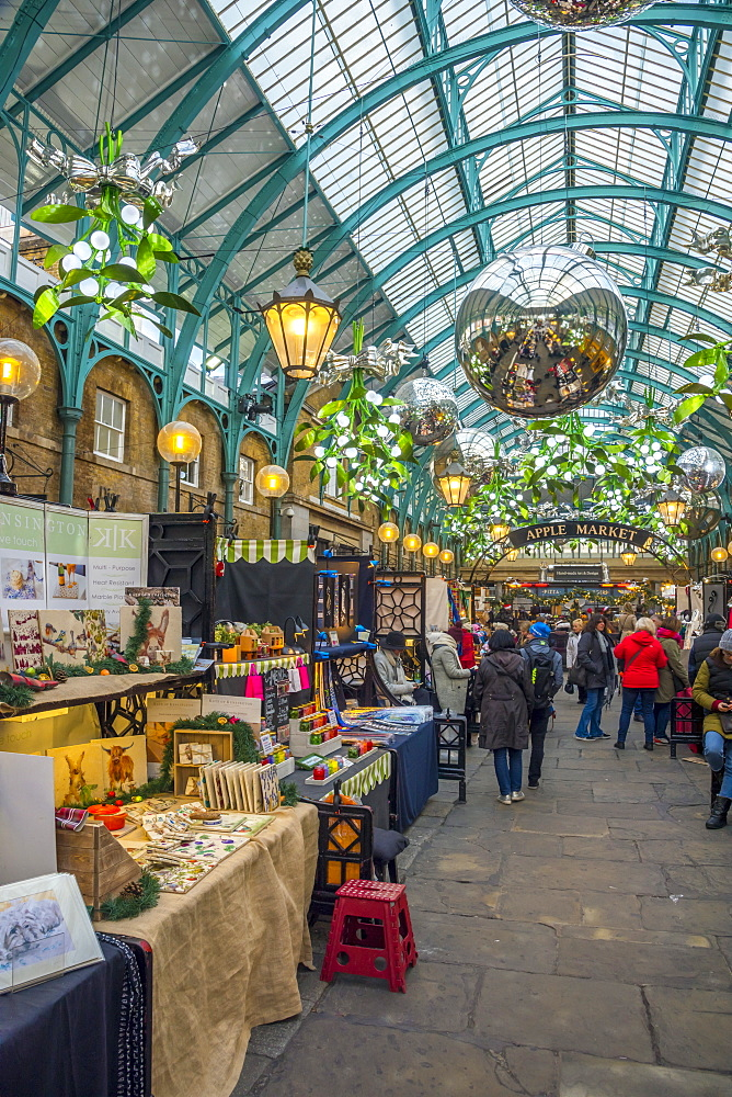 Covent Garden Market at Christmas, London, England, United Kingdom, Europe - 828-1143
