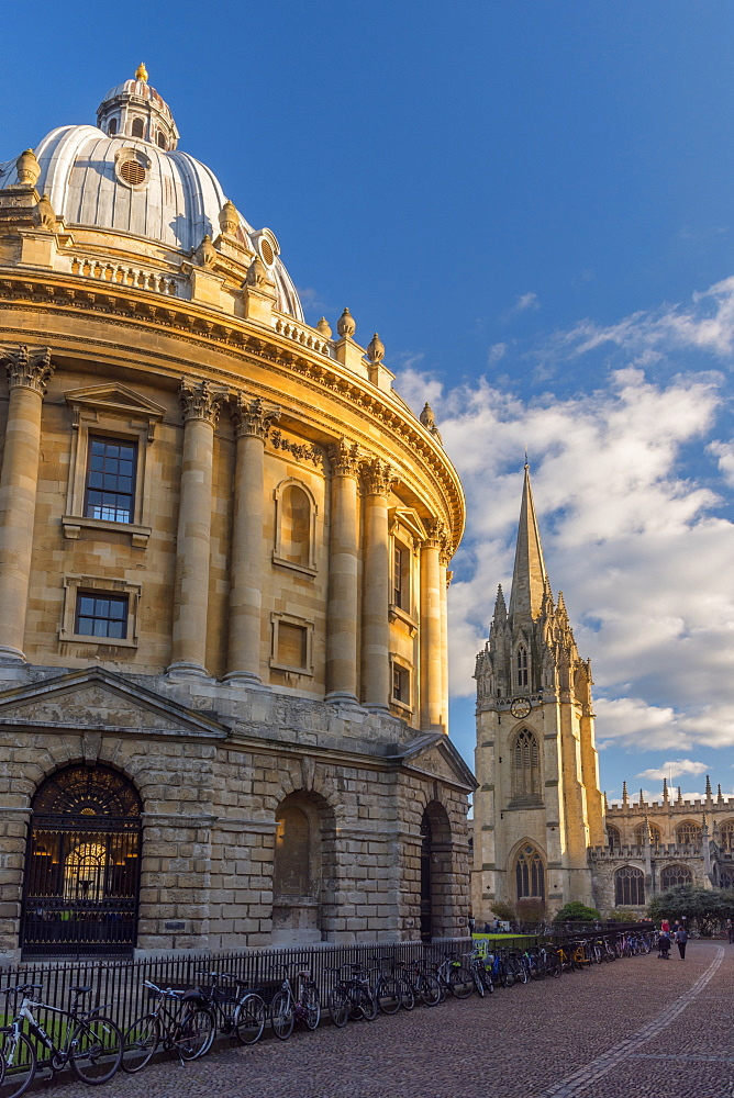 Radcliffe Camera and University Church of St. Mary the Virgin beyond, Oxford, Oxfordshire, England, United Kingdom, Europe