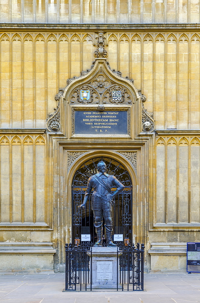 Bodleian Library, William Herbert, 3rd Earl of Pembroke statue, University of Oxford, Oxford, Oxfordshire, England, United Kingdom, Europe - 828-1157