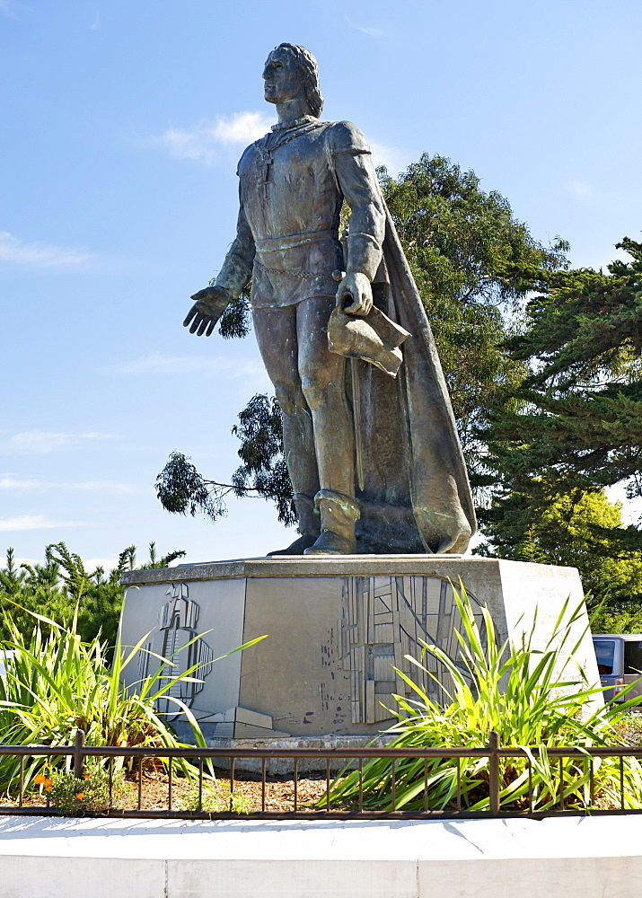 Christopher Columbus statue in Pioneer Park on the summit of Telegraph Hill in San Francisco, California, United States of America, North America