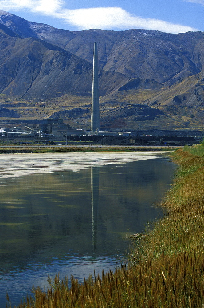 The Utah Smelter (1995) that services the nearby massive Bingham Canyon Copper Mine, The plant refines 99.9% pure copper & claims 99.9% removal of sulphur dioxide emissions, Great Salt Lake, Utah, United States of Americ (USA), North America