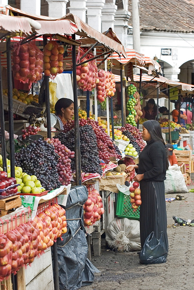 Fruit stalls at the famous Otovalo market, popular for tourist and local goods, Otavalo, Imbabura Province, Northern Highlands, Ecuador, South America