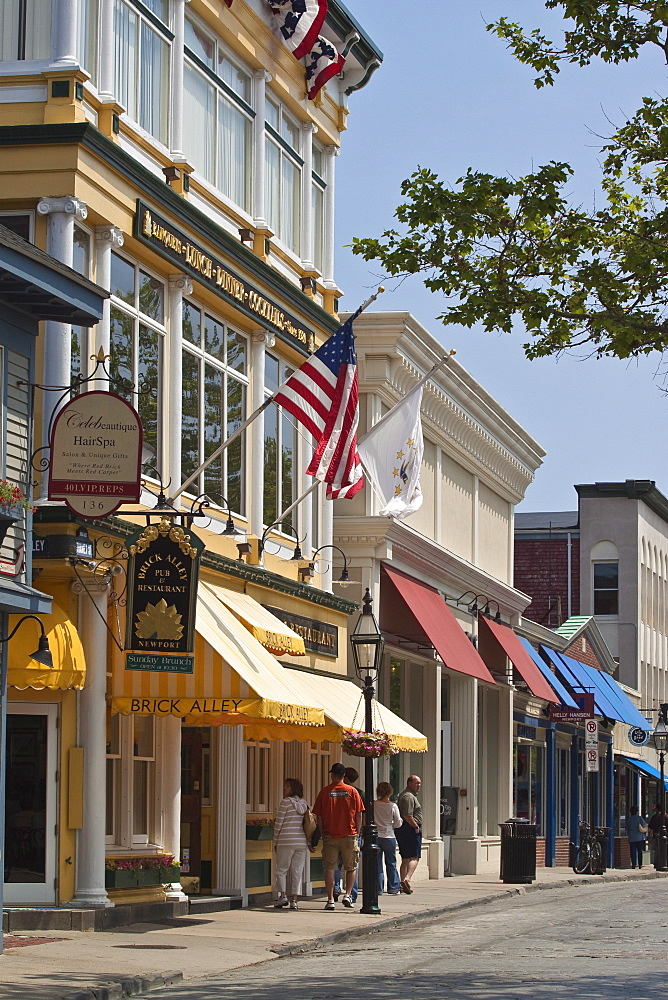 Smart shops and cobbled roadway of popular Thames Street in historic Newport Old Quarter, Newport, Rhode Island, New England, United States of America, North America