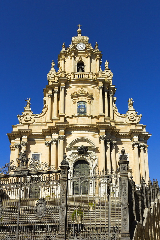San Giorgio Cathedral (Duomo of Ibla) dating from 1738 in historic Baroque Town, UNESCO World Heritage Site, Ibla, Ragusa, Ragusa Province, Sicily, Italy, Mediterranean, Europe