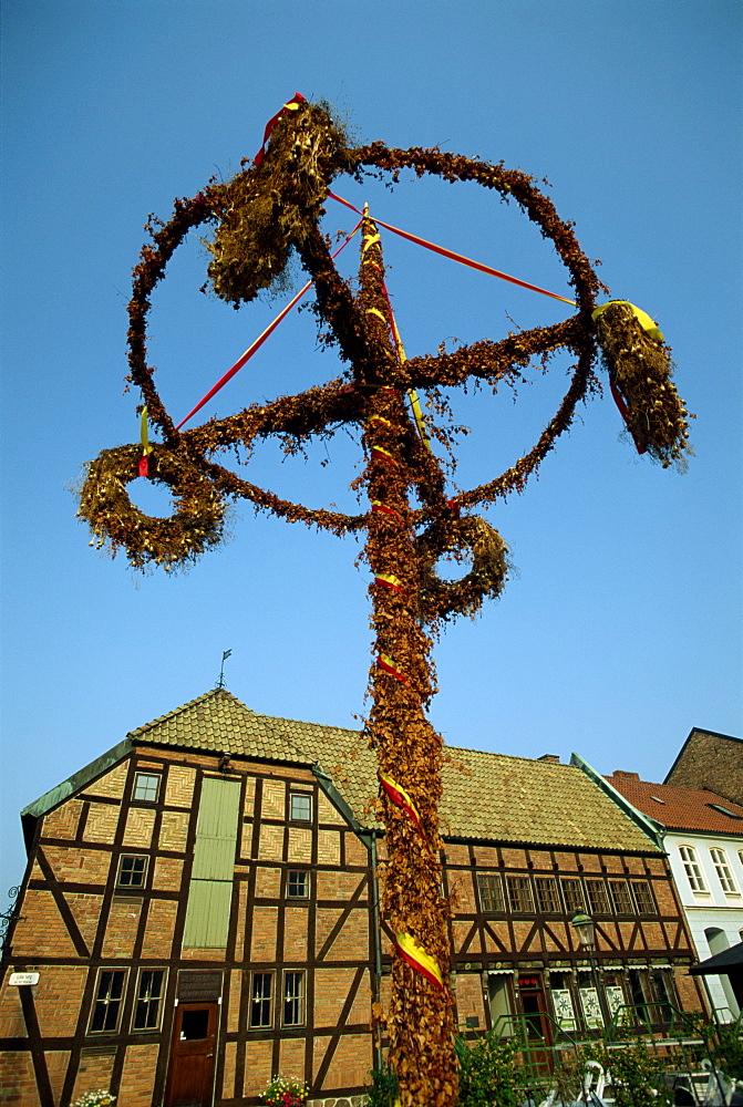 Maypole and half timbered houses in 16th century Lilla Torget in the historic port of Malmo, southern tip of Sweden, Scandinavia, Europe