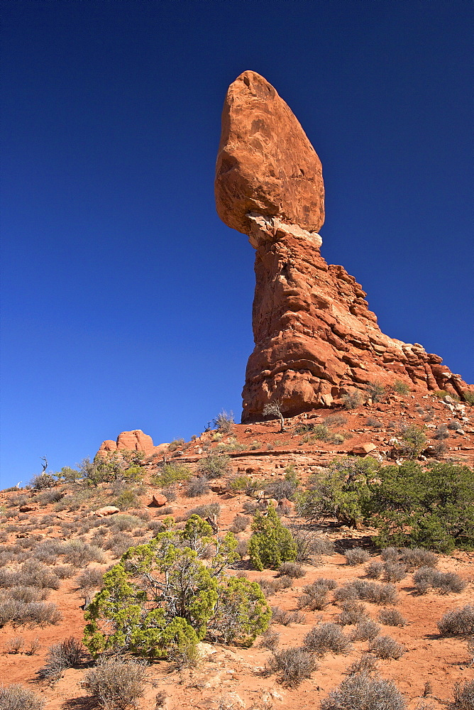 Balanced Rock, Arches National Park, Moab, Utah, United States of America, North America