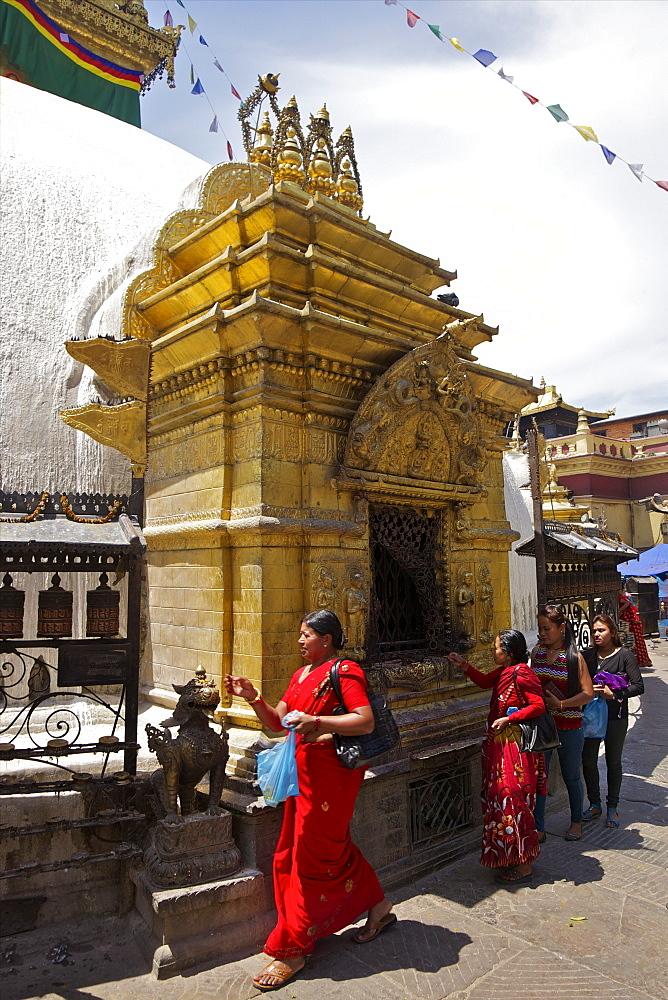 Women leaving offerings at Buddhist shrine, Swayambhunath Stupa (Monkey Temple), UNESCO World Heritage Site, Kathmandu, Nepal, Asia