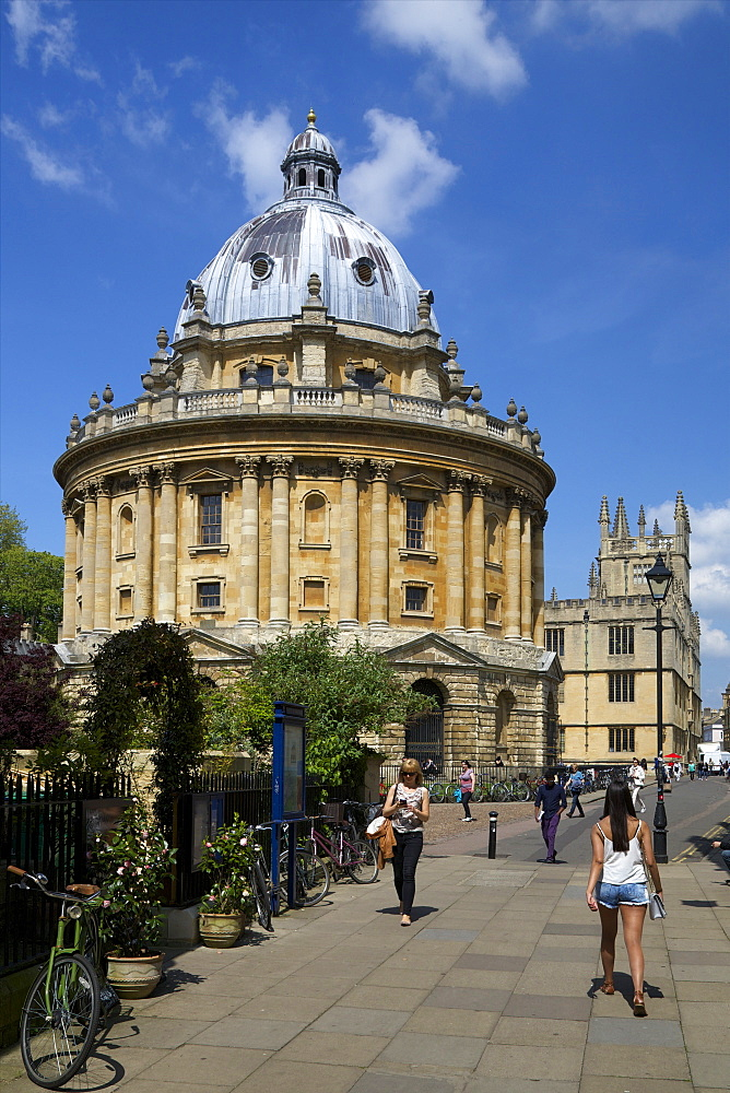 University campus, Radcliffe Camera, Oxford University, Oxford, Oxfordshire, England, United Kingdom, Europe - 831-1453
