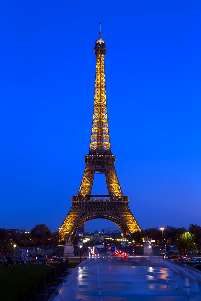 Eiffel Tower in the evening, Paris, France, Europe - 831-1520