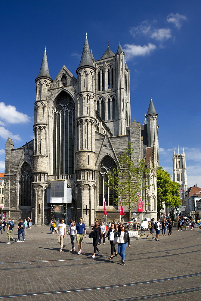 Young people enjoy summer sunshine in streets outside St. Nicholas' Church, city centre, Ghent, West Flanders, Belgium, Europe - 831-1522
