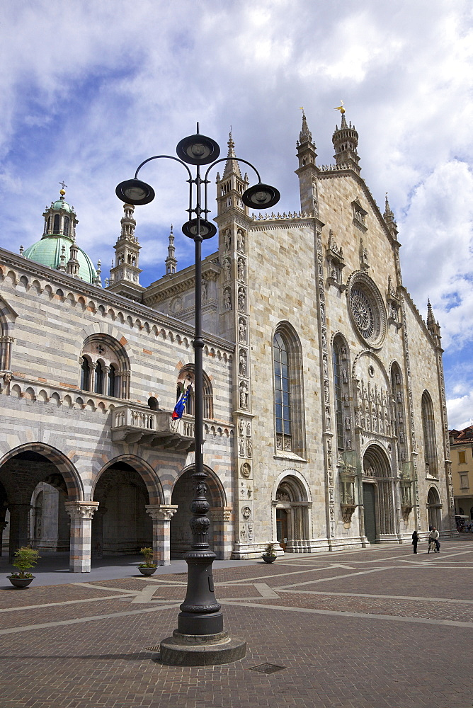 Exterior view of Cathedral in Como town centre, Lake Como, Lombardy, Italian Lakes, Italy, Europe