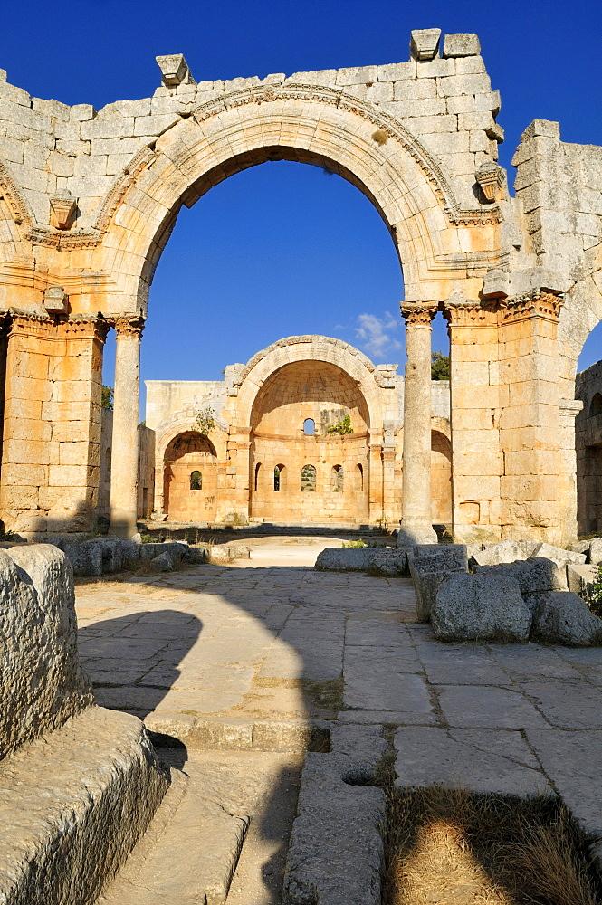 Ruin of Saint Simeon Monastery, Qala¥at Samaan, Qalaat Seman archeological site, Dead Cities, Syria, Middle East, West Asia