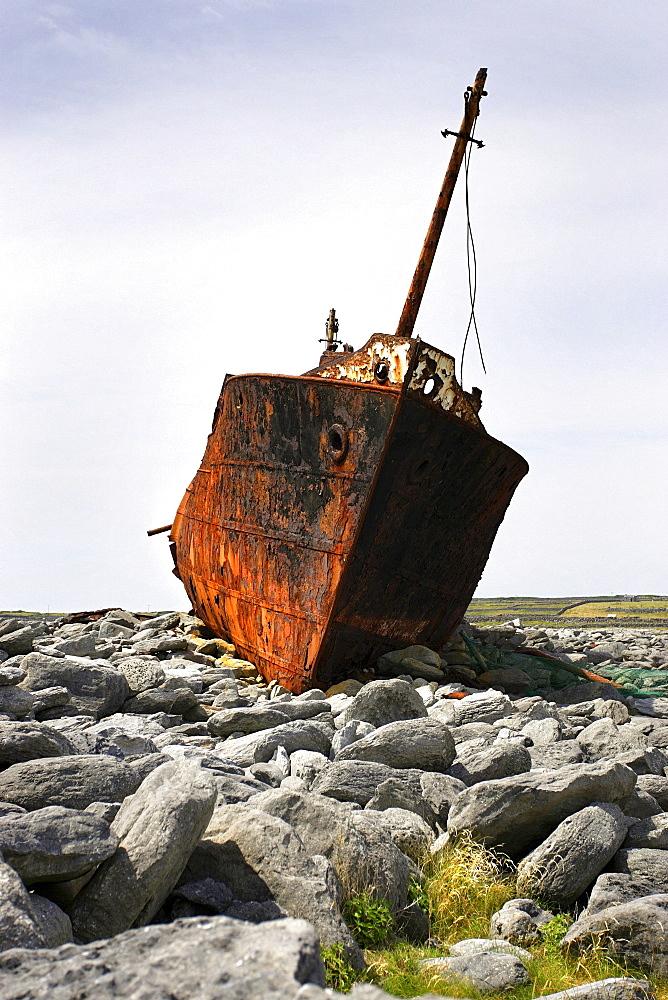 Shipwreck Plassy, since 1960, Inisheer island, County Galway, Republic of Ireland, Europe - 832-105645