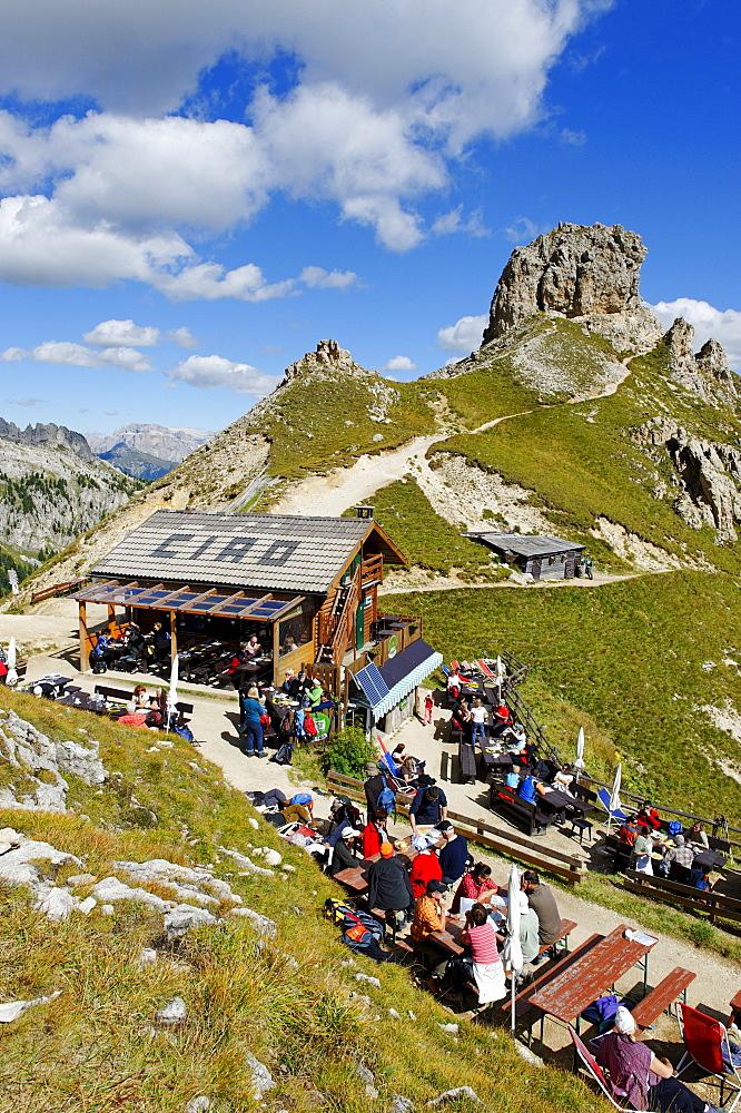Rifugi Roda di Vael alpine hut, Pederiva alpine hut, Rosengarten massif, UNESCO World Heritage natural site, Province of Bolzano-Bozen, Italy, Europe