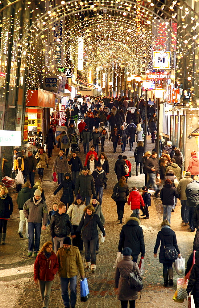 Christmas decorations, Limbecker Strasse street, shopping street, pedestrianised zone in the town centre of Essen, North Rhine-Westphalia, Germany, Europe