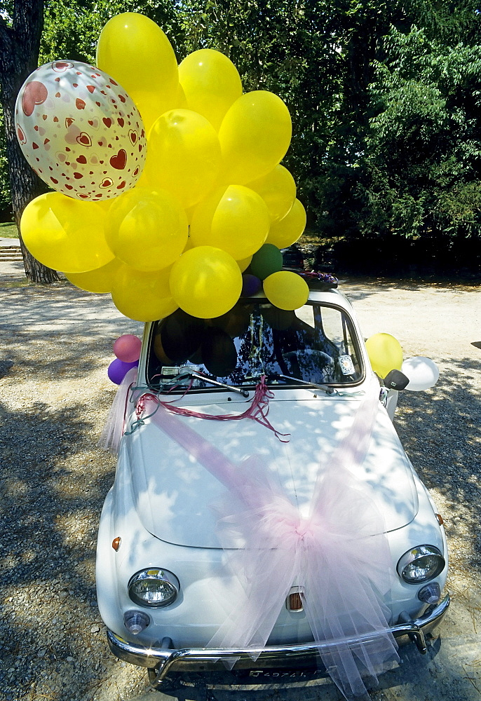 Small wedding car, old Fiat 500 decorated with balloons, Montecatini Terme, Tuscany, Italy, Europe