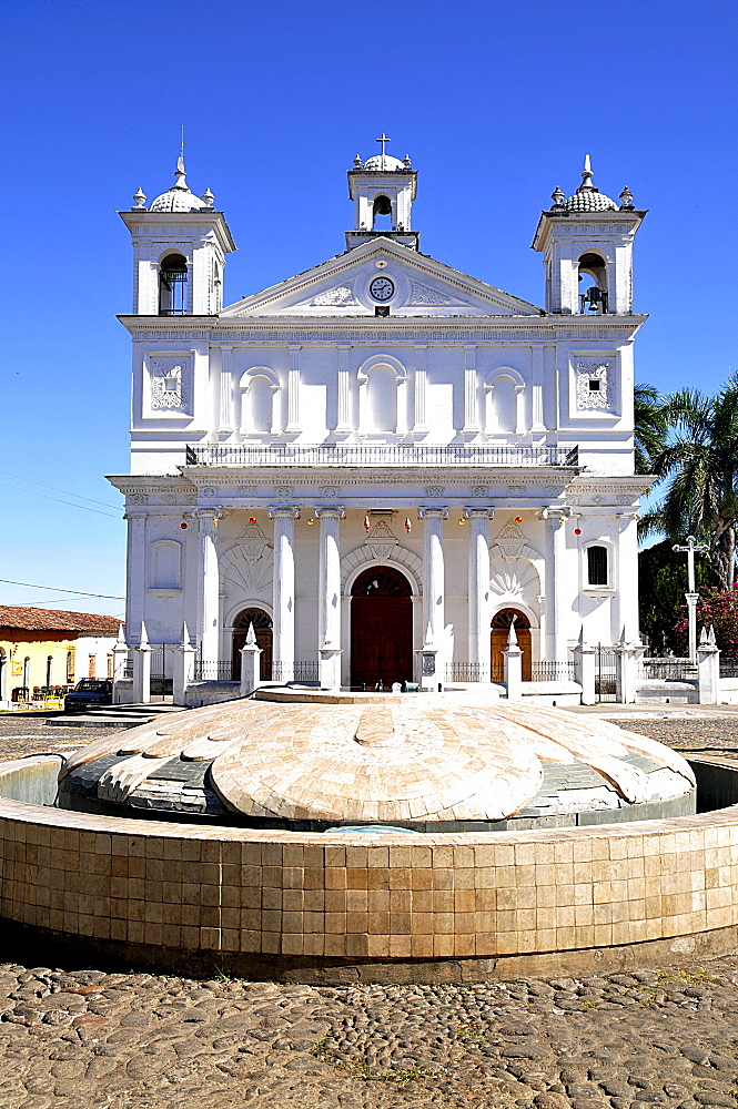 Fountain and church on the Plaza of Suchitoto, El Salvador, Central America