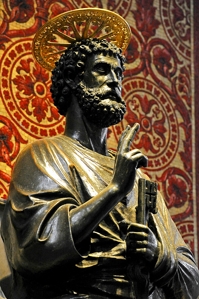 Bronze statue of Saint Peter, attributed to Arnolfo di Cambio, in St. Peter's Basilica, Vatican City, Rome, Lazio region, Italy, Europe