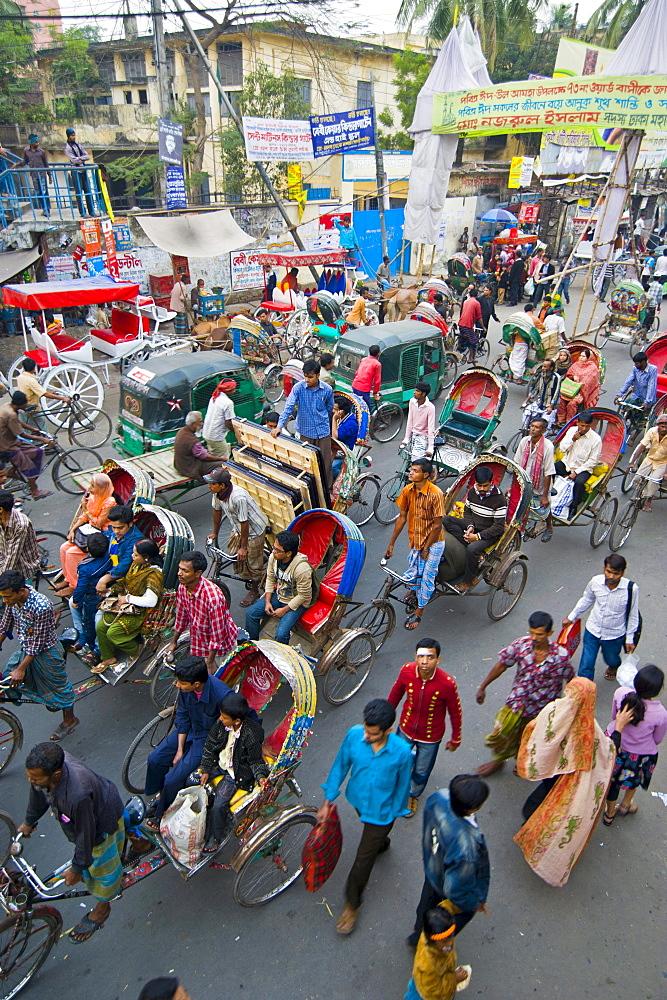 Heavy traffic with rickshaws at an intersection in Dhaka, Bangladesh, Asia