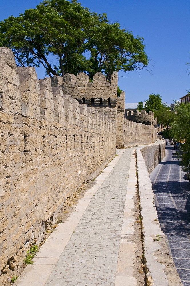 City wall of the old town, UNESCO World Heritage Site, Baku, Azerbaijan, Caucasus, Middle East