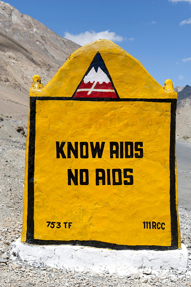 """Sign, """"know AIDS, no AIDS"""", marking on the mountain pass road, Manali-Leh highway, near Sarchu, Lahaul and Spiti district, Himachal Pradesh, India, South Asia, Asia"""