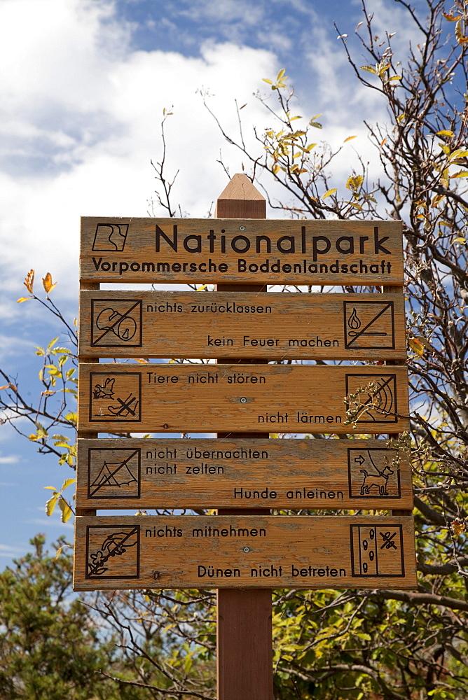 Information sign, Darss, Nationalpark Vorpommersche Boddenlandschaft national park, Fischland-Darss-Zingst peninsula, Mecklenburg-Western Pomerania, Germany, Europe