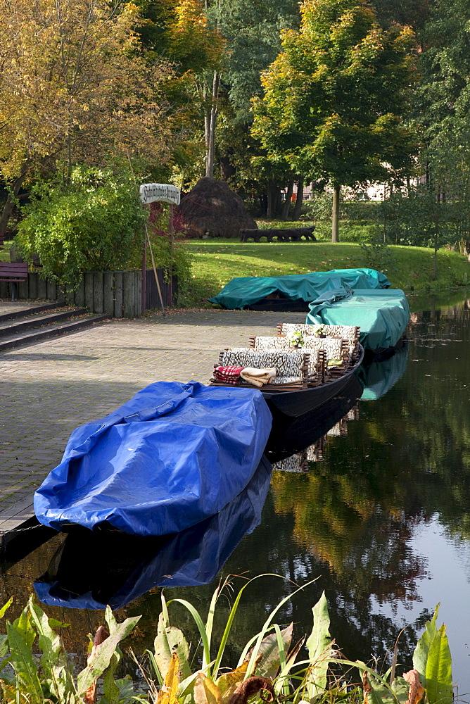 Kahn boat port, Straupitz, Spreewald, Brandenburg, Germany, Europe