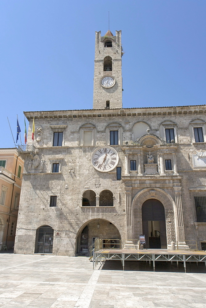 Palazzo dei Capitani del Popolo, with civic tower, Piazza del Popolo, Ascoli Piceno, Marches, Italy, Europe