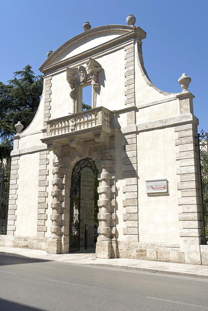 Garden portal of Palazzo Odoardi - De Scrilli, attributed to Giuseppe Giosafatti, now the seat of the local Chamber of Commerce, Corso Vittorio Emanuele II, Ascoli Piceno, Marches, Italy, Europe