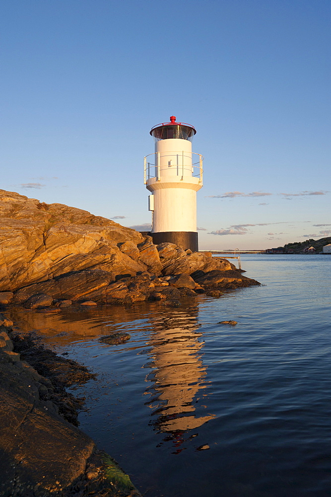 Lighthouse, Molloesund, Vaestra Goetaland County, Sweden, Europe