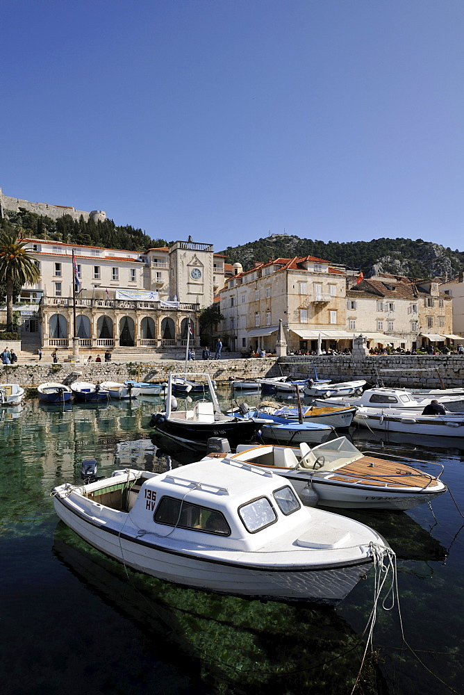 Venetian Loggia and the harbour with boats, Hvar, Hvar Island, Croatia, Europe